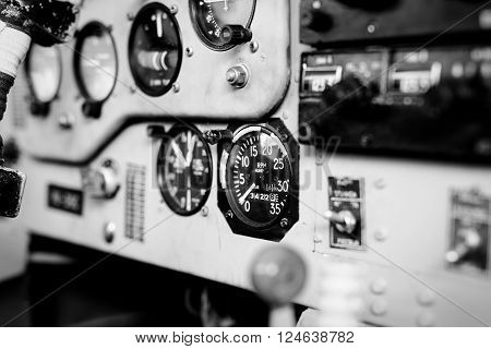 Photo Cockpit of small sport airplane dashboard