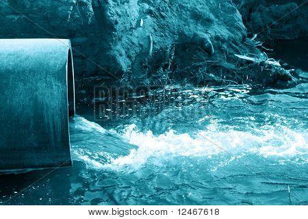 pipa de agua de peligro