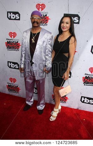 LOS ANGELES - APR 3:  Dennis Graham at the iHeart Radio Music Awards 2016 Arrivals at the The Forum on April 3, 2016 in Inglewood, CA