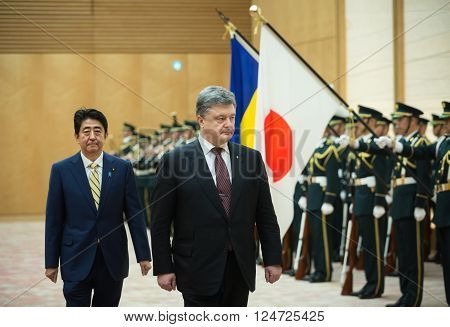 Petro Poroshenko And Shinzo Abe
