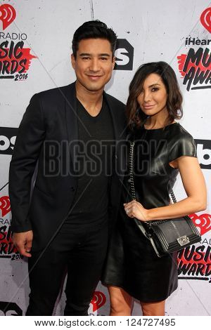 LOS ANGELES - APR 3:  Mario Lopez, Courtney Mazza at the iHeart Radio Music Awards 2016 Arrivals at the The Forum on April 3, 2016 in Inglewood, CA