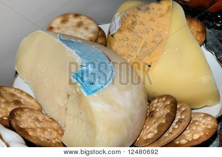 Cheese and crakers