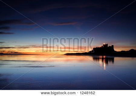 Bamburgh playa y Castillo