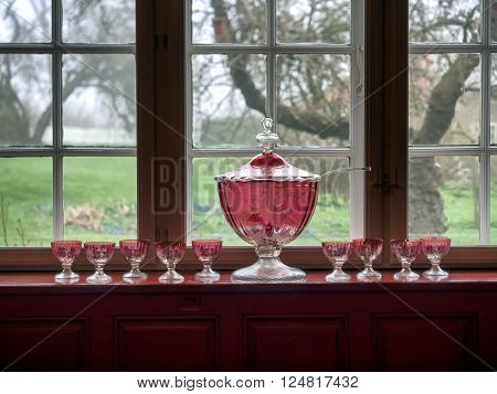 Window sill with a pink bowl and glasses