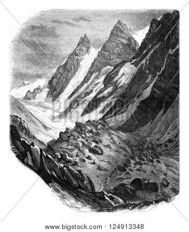 Glaciers Cerro da Tolosa, in the Cordillera of Chile, vintage engraved illustration. Magasin Pittoresque 1847.