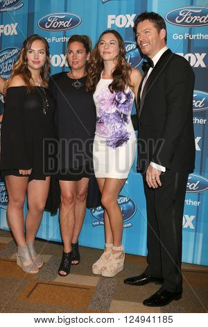 LOS ANGELES - APR 7:  Harry Connick Jr, Family at the American Idol FINALE Arrivals at the Dolby Theater on April 7, 2016 in Los Angeles, CA