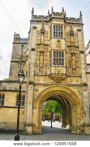 Great Gatehouse of College Green in Bristol in South West England. It is also called as Abbey Gatehouse. It is an old historic building of 12th century.