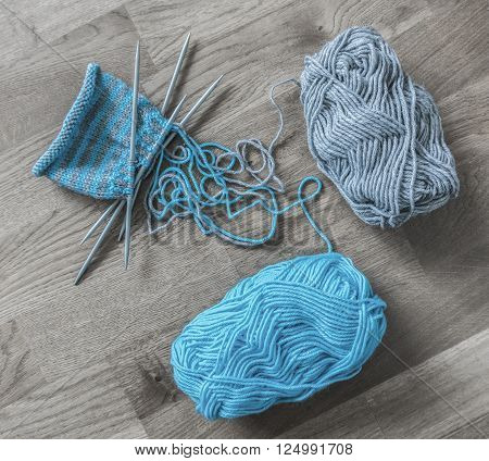 Knitting equipments and wool yarns with needles