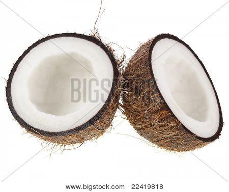Coco fresco en fondo blanco aislado