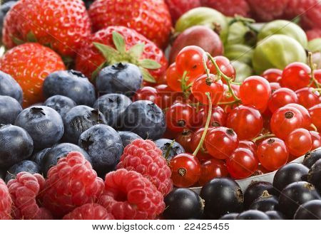 mix ripe berries