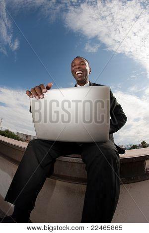 Empresário com Laptop