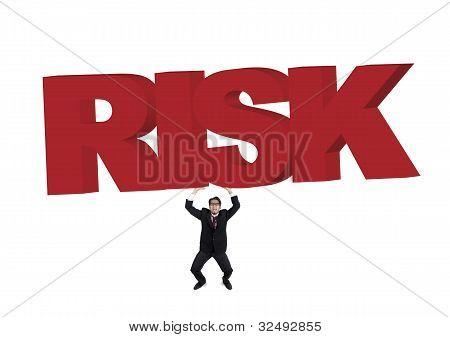 Empresario que lleva un signo de gran riesgo