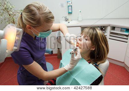 Dentist Make Anesthesia