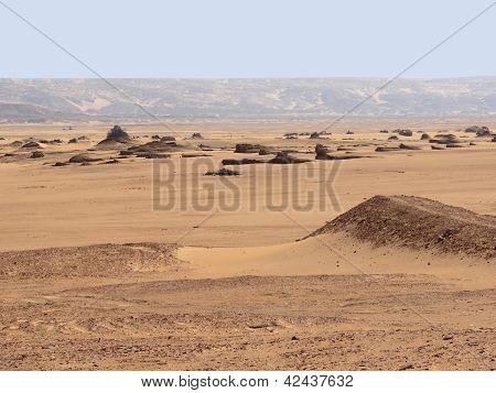 Around Qasr Dusch