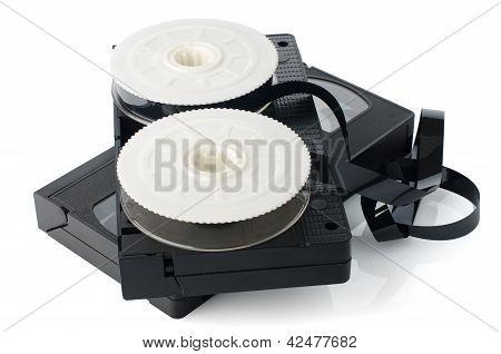 Dos cintas de video y carrete