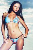 Постер, плакат: Красивая модель носить сексуальный бикини