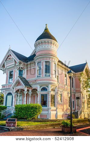 Pink Lady Mansion in Eureka