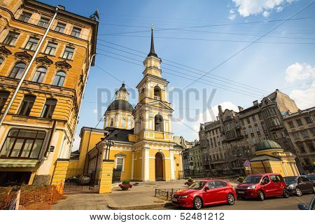 ST.PETERSBURG, RUSSIA - JUN 26: One of the streets in historical center, Jun 26, 2013, SPb, Russia. Petersburg ranked 10th place among the most visited and popular tourist cities in Europe.