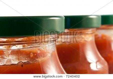 Frascos de salsa.