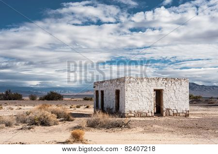 abandoned building in Death Valley