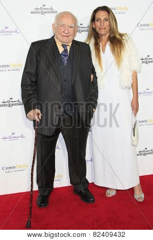 LOS ANGELES - JAN 8: Ed Asner, daughter Liza at the TCA Winter 2015 Event For Hallmark Channel and Hallmark Movies & Mysteries at Tournament House on January 8, 2015 in Pasadena, CA