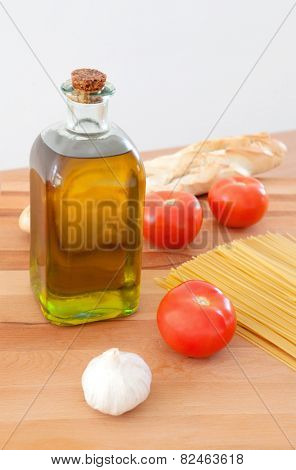 Ingredients to make a delicious plate of pasta with tomato