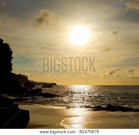 Amazing  beach destination sunrise or sunset with beautiful breaking waves