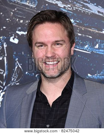 LOS ANGELES - FEB 02:  Scott Porter arrives to the