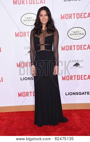 LOS ANGELES - JAN 21:  Olivia Munn arrives to the