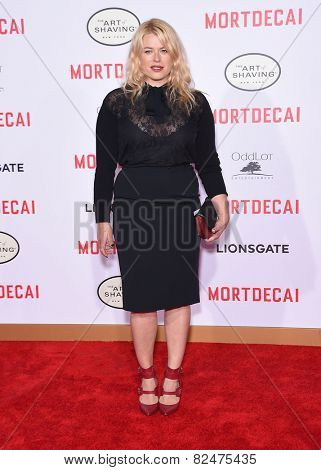 LOS ANGELES - JAN 21:  Amanda De Cadenet arrives to the
