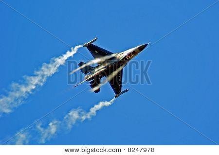 Farnborough Airshow 2010 -f16 Fighting Falcon 3