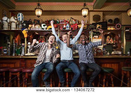 Expression fans at a bar