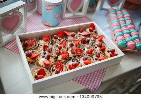 A delicious dessert for the whole family and easy diet, raspberry basket of unleavened dough with a gentle sprinkle with powdered sugar, fresh raspberries are a number of remaining dessert