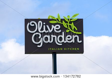 Olive Garden Restaurant Sign And Logo