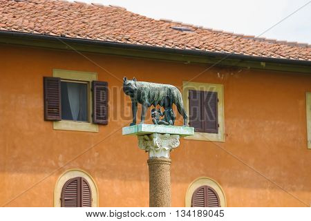 Statue of Romulus Remus and Capitoline wolf in Pisa Italy