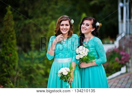 Bridesmaids in turqoise dresses outdoor at wedding