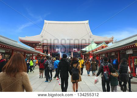 Asakusa-Japan-Feb 19 2016 :Thai tourist came to Sensoji Temple ,Japan on 19 Feb 2016 for make merit and respect buddha image in the Sensoji Temple ,Asakusa-Japan .  / The sensoji temple in japan is top ten of travel location of Thai tourist.
