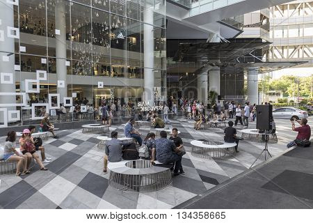 BANGKOK THAILAND - MAY 29 : unidentified people in activity space between Siam Center and Siam Discovery after renovate in siam square on may 29 2016 thailand. siam discovery is popular shopping mall in siam square area