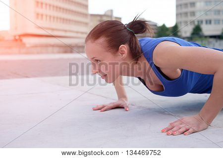 Woman working out and giving everything she's got to look great this summer