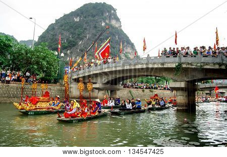 Ninh Binh, Vietnam, April 24, 2016 in the relay, dragon, resorts Trang An, Ninh Binh, Vietnam, the world natural heritage