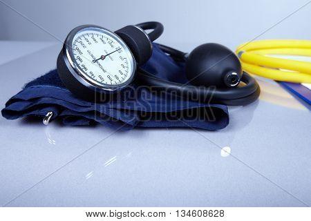 Sphygmomanometer.