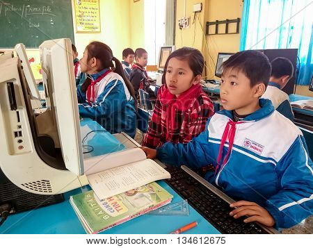 HAI DUONG, Vietnam, May 26, 2016 group of elementary school students, Hai Duong Province countryside, in the computer class