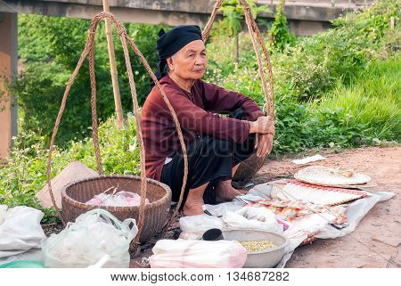 BAC Ninh, Vietnam, September 14, 2015 older women, rural Bac Ninh, sitting dry outdoor sales