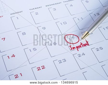 Close up handwriting word important and pen on calendar desk