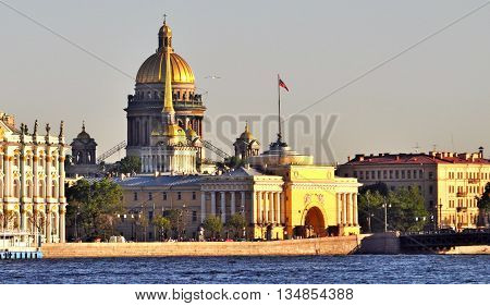 Sightseeing in St Petersburg, main monuments cathedral, hermitage, admiralty
