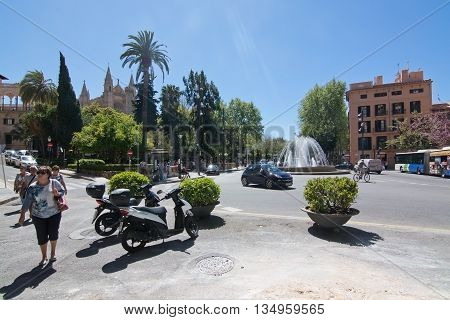 Traffic By The Plaza De La Reina