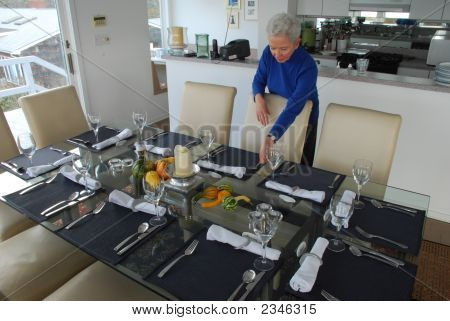 Ann Sets Table