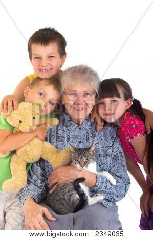 Crianças com a avó
