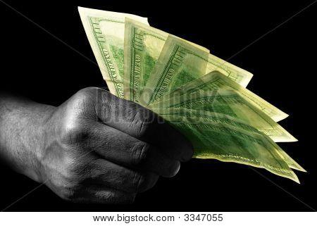 Mão com dólares