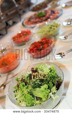 Buffet de ensaladas frescas
